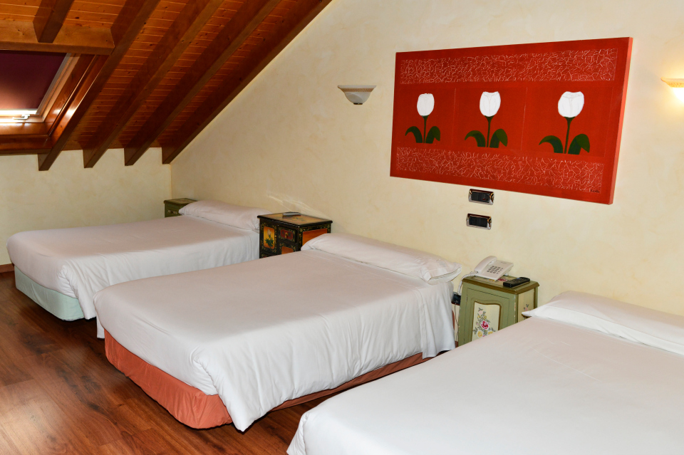 image room 5 beds